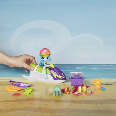 Игровой набор My Little Pony Equestria Girls Rainbow Dash Sporty Beach Set, b8824 Hasbro