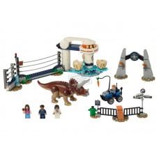 75937 Lego Jurassic World Нападение трицератопса